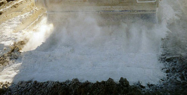 quicklime powder unload by a truck